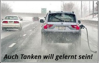 Tanken_auto-mit-abgerissenem-benzin-zapfhahn_wurschtblatt.de_
